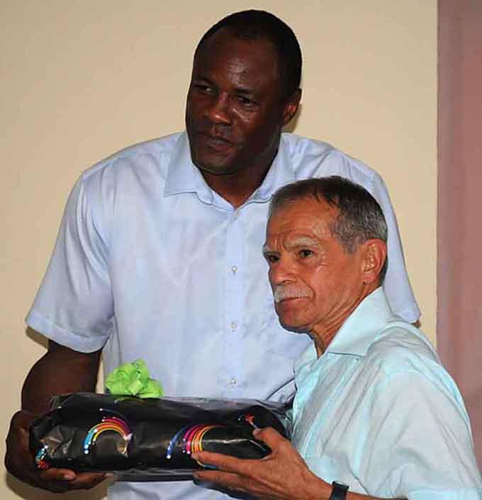 Pueblo cubano es ejemplo de resistencia, asegura López Rivera (+ fotos y video)
