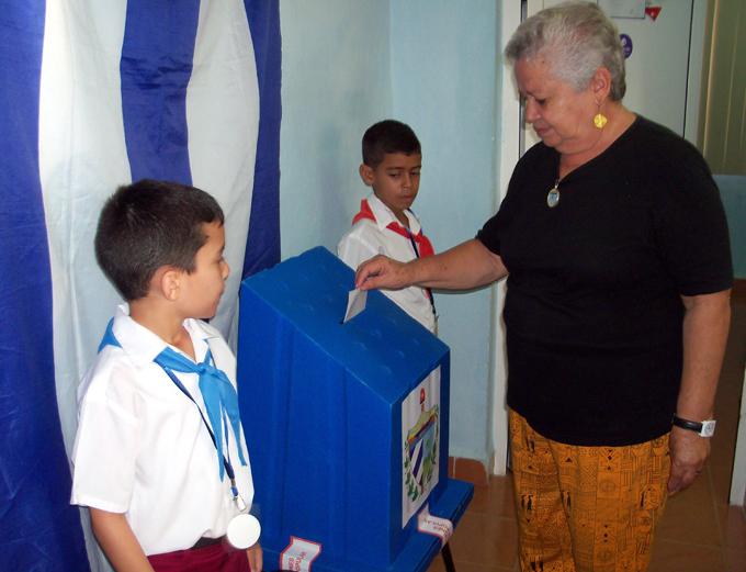Presente en las elecciones nuevas generaciones de cubanos (+ audio, fotos y video)