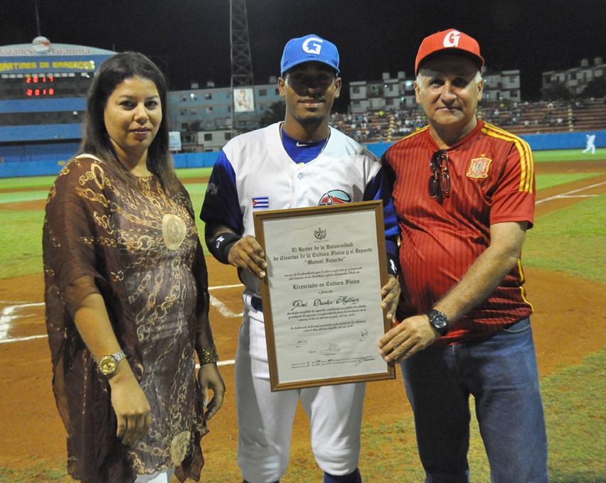 Alazanes vencen a Pinar del Río en campaña beisbolera