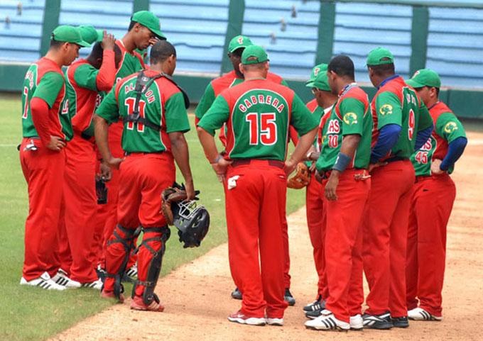 Nuevo líder recibe a equipo sorpresa en béisbol cubano
