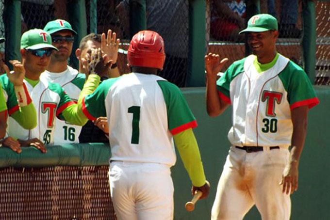 Las Tunas barre a Artemisa y amplía ventaja en béisbol cubano