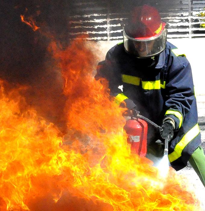 Efectúan competencias de brigadas contra incendio