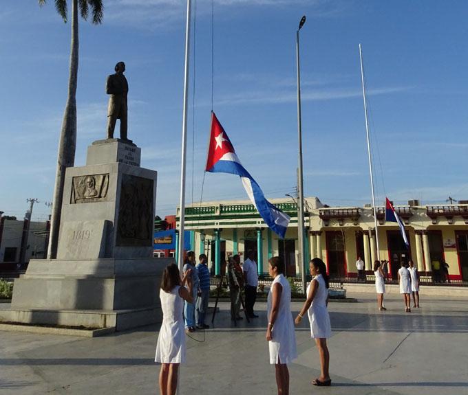 Rinden honores a las banderas en Bayamo (+ fotos y videos)