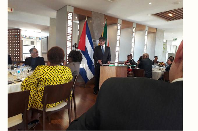 Despide cancillería sudafricana al embajador cubano (+ fotos)