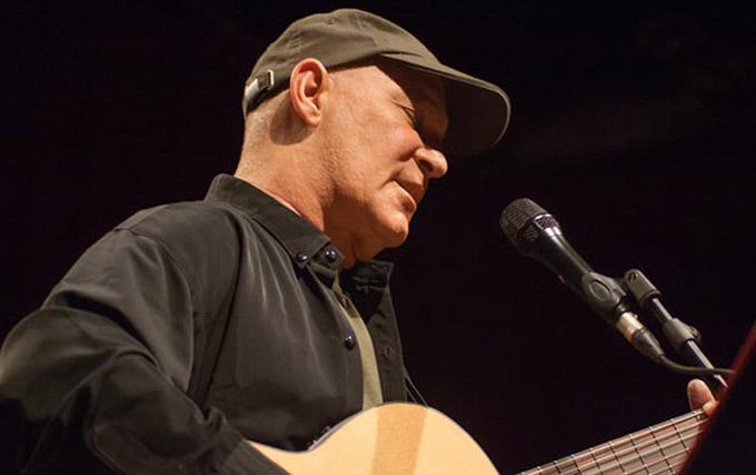 Felicita presidente cubano a cantautor Vicente Feliú