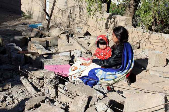 Irán moviliza fuerzas para ayudar a damnificados de terremoto ( + video)