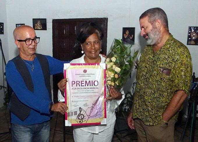 Recibe Mayda Castañeda Premio a la Excelencia Musical