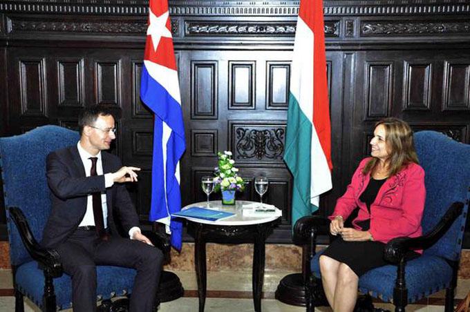 Dialoga vicepresidenta del Parlamento cubano con canciller húngaro
