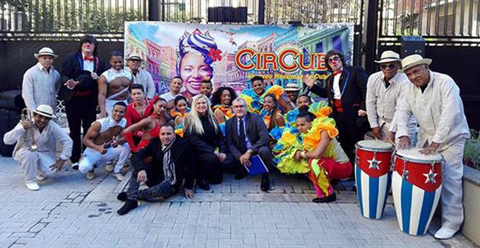 Disfruta papa Francisco actuación de artistas circenses cubanos