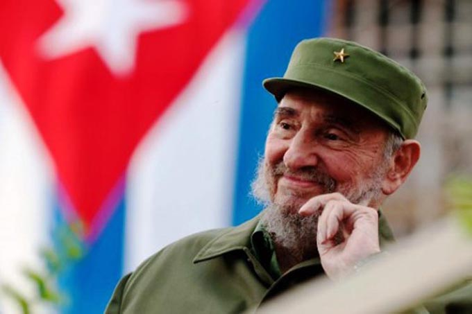 Raúl Castro rinde tributo a Fidel en primer aniversario de inhumación