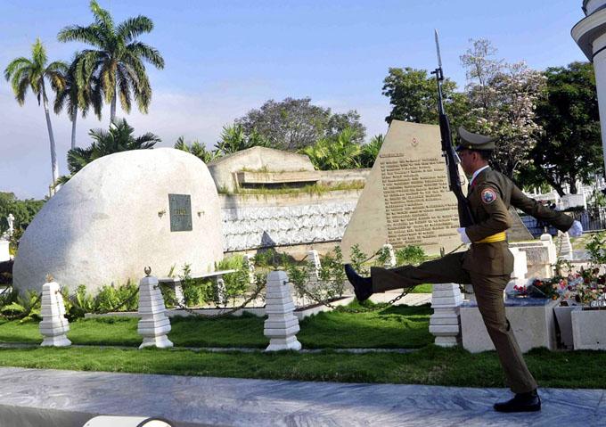 Presidió Raúl ceremonia de homenaje a Fidel hasta Santa Ifigenia (+ videos)