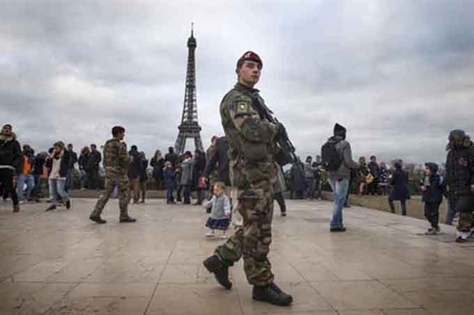 Francia bajo fuertes medidas de seguridad para fiestas de fin de año
