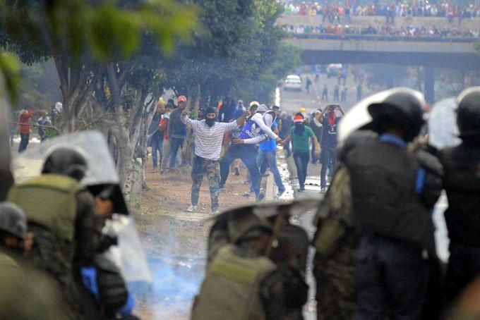 Honduras bajo toque de queda y crisis electoral
