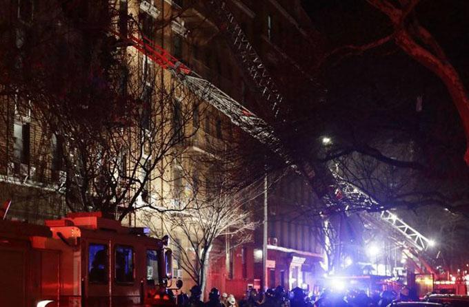 Mortífero incendio deja 12 muertos en Nueva York