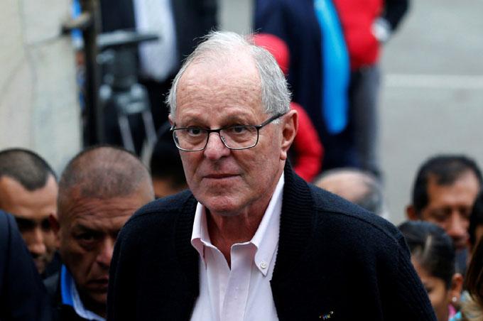 Presidente peruano sigue sin convencer para evitar destitución