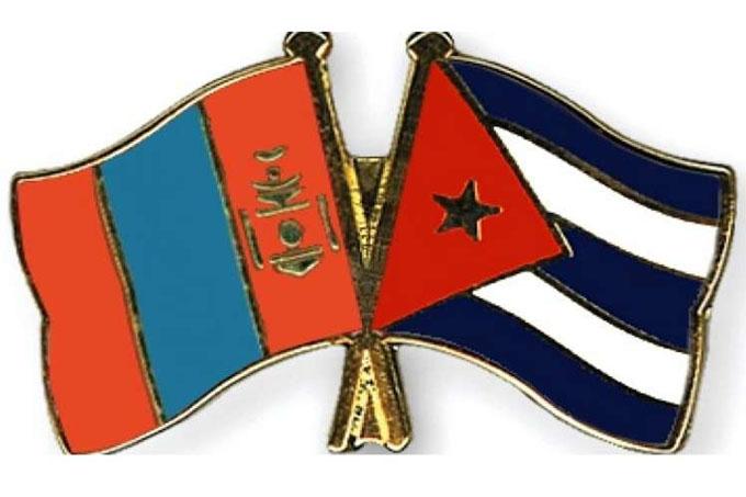 Ministra de Mongolia dialoga con embajador cubano