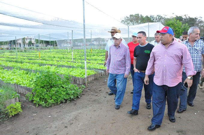 Recorrió Machado Ventura centros productores de alimentos en Granma