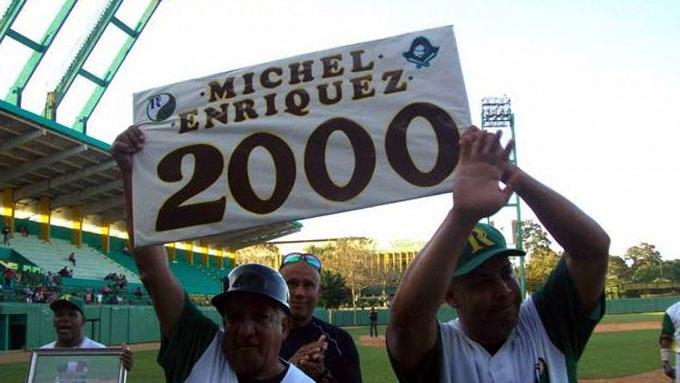 Michel Enríquez llegó a los 2000 hits
