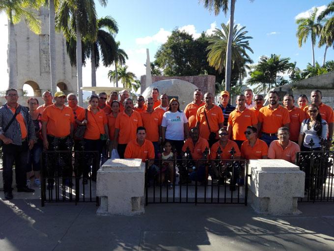 Rinden tributo a Fidel inspectores de la Onure en Granma