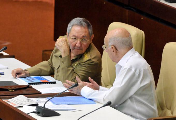 Preside Raúl sesión plenaria del parlamento cubano