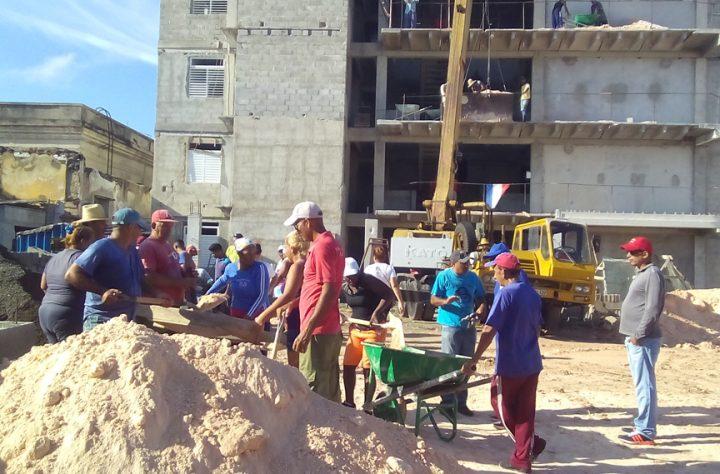 Ratifican constructores manzanilleros apego a labores con eficiencia