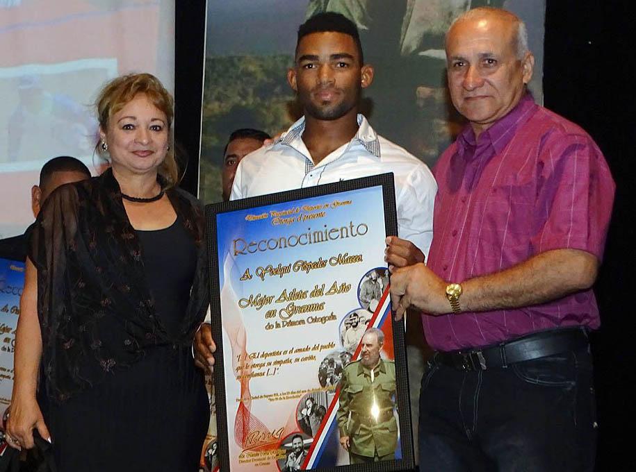 Premian a los mejores atletas del año en Granma (+ fotos)