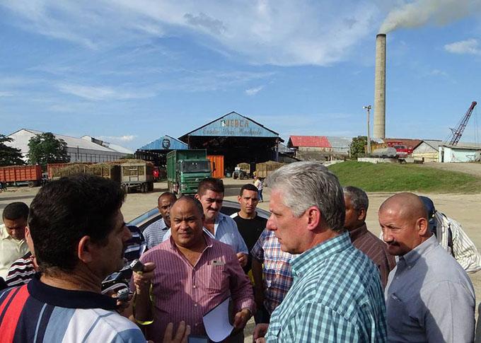 Primer vicepresidente cubano destaca en Granma importancia de la zafra azucarera (+fotos)