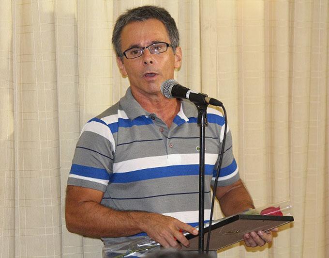 Cubano Rafael de Águila gana Premio Literario Casa de las Américas