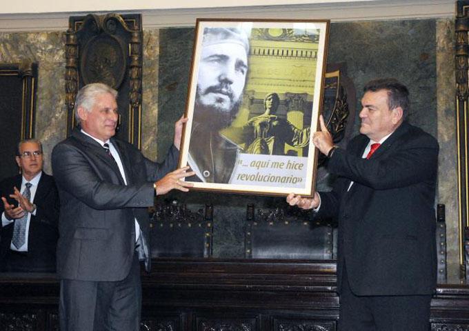 Universidad habanera envía reconocimiento al presidente Raúl Castro