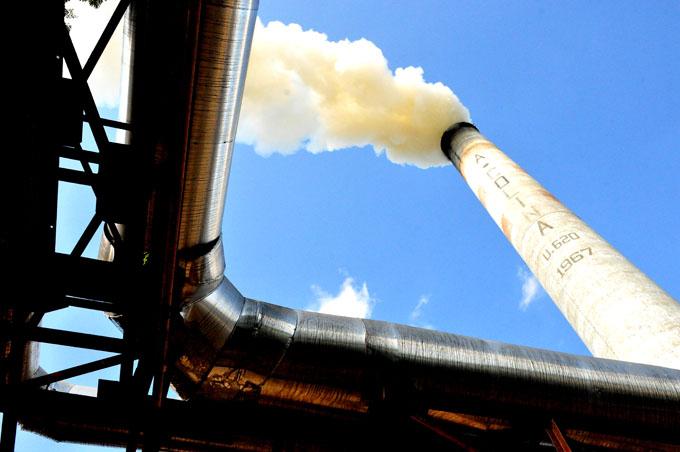 Produce azúcar refino el Arquímedes Colina, de Bayamo