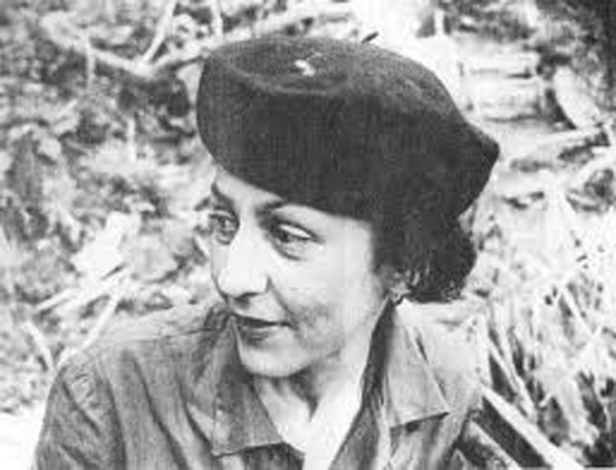 Una mujer que curaba caracoles y almendros