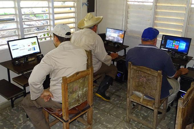 Reconocen trabajo en informática y comunicaciones de la UEB Granma