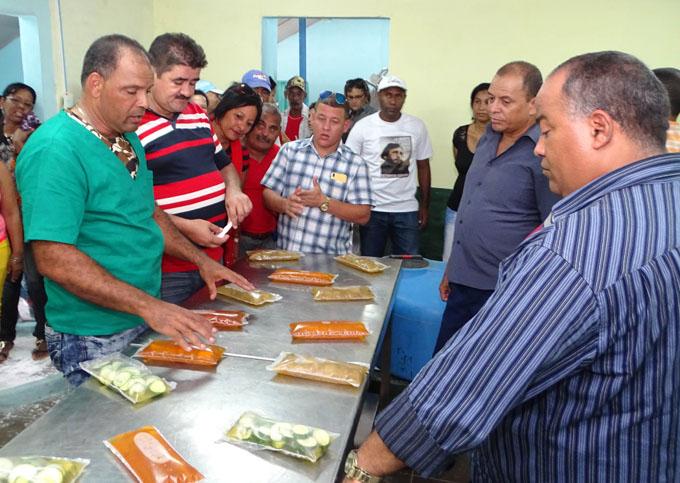 Funciona minindustria de conservas en Río Cauto