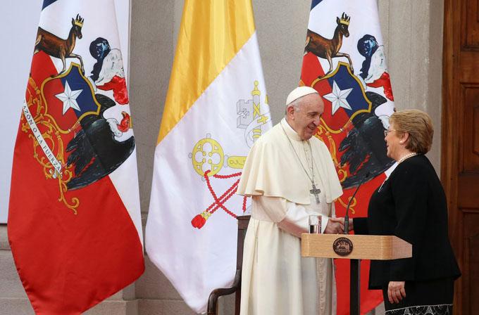 Mea culpa de papa Francisco deja insatisfechos a muchos chilenos (+ videos)