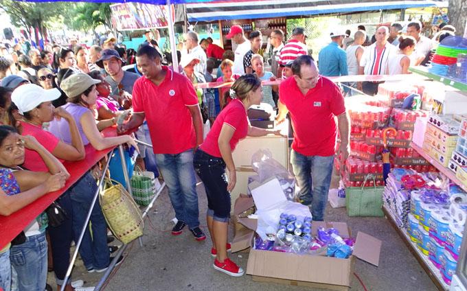 Garantizan venta de productos de aseo personal