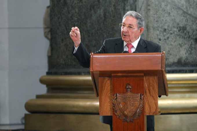 Condecoró Raúl a dirigentes históricos de la Revolución (+fotos)