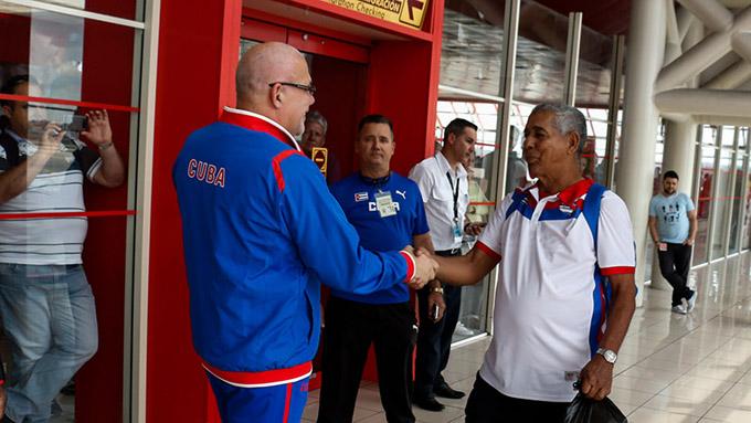 Llegaron a Cuba los Alazanes granmenses, de béisbol