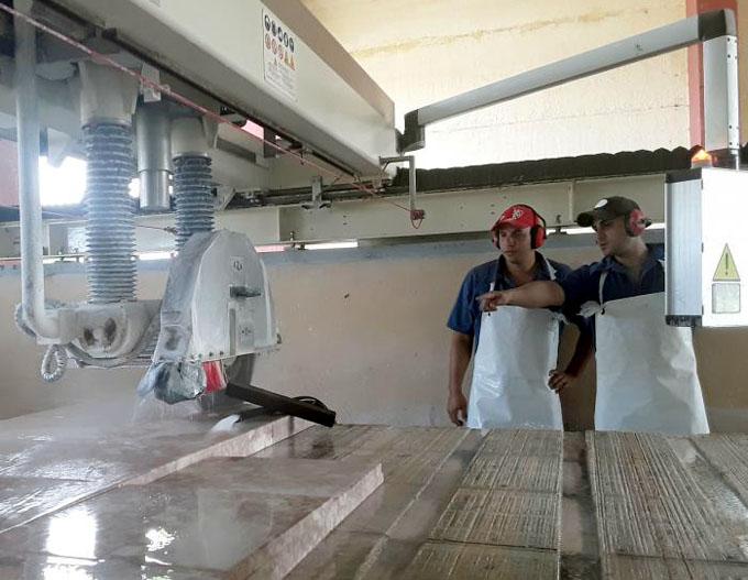 ¿Cómo se procesa el mármol en Cuba?