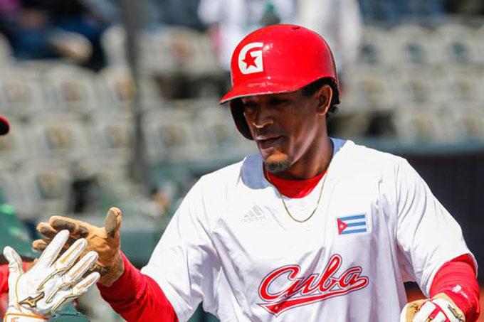 Roel Santos, único cubano en Todos Estrellas de Serie del Caribe (+ fotos)