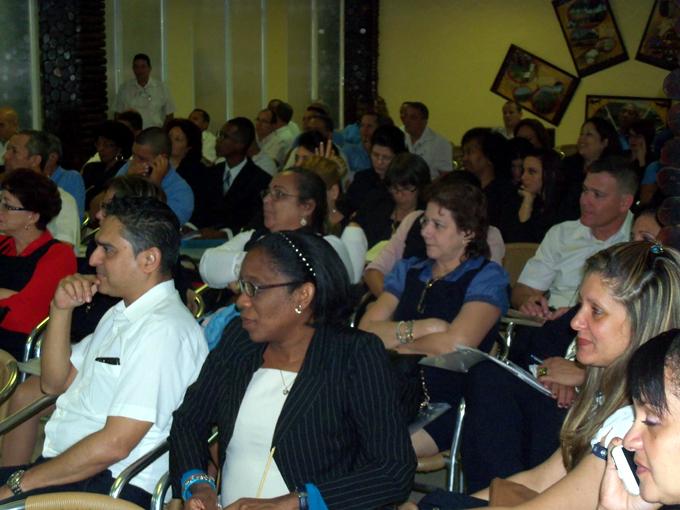 Sesiona en Bayamo X taller nacional de productividad de Etecsa