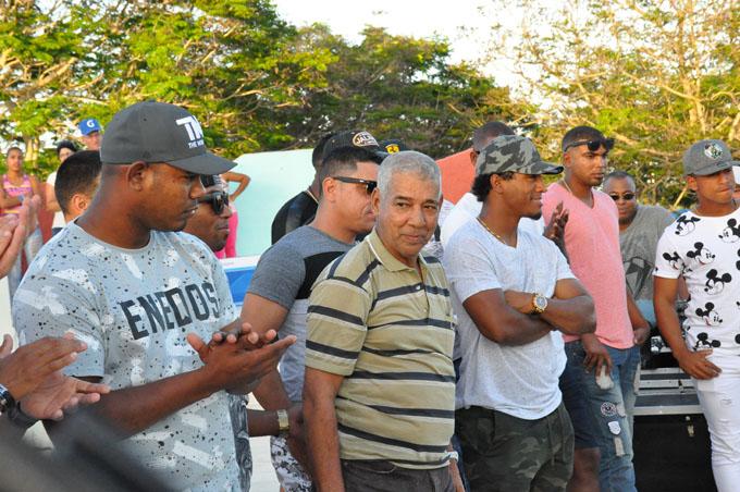 Fiesta con los Alazanes y Cándido Fabré en Bayamo (+fotos y videos)