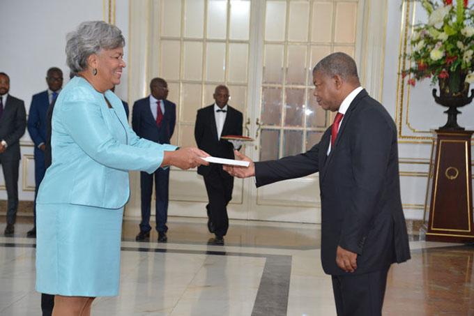 Presidente angoleño recibe credenciales de embajadora cubana