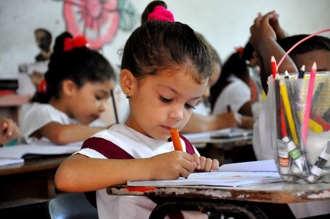 Siria y Cuba abogan por reforzar cooperación en ramo educacional