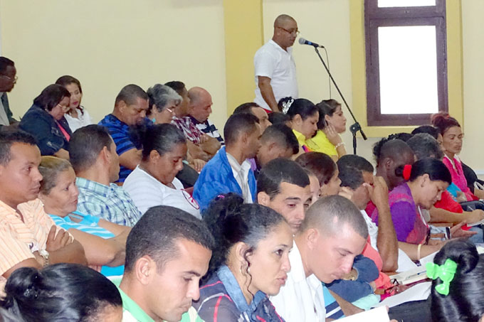 Discuten en Granma Convocatoria al XXI Congreso de la CTC