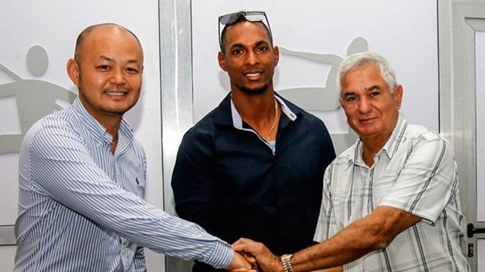Yurisbel Gracial Signs Contract with the Japanese Sofbank Baseball Team