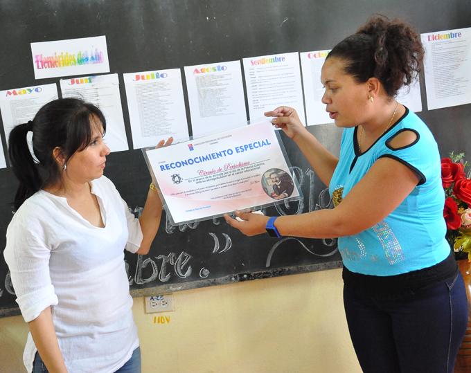 Entrega Educación en Granma reconocimientos a periodistas (+fotos)