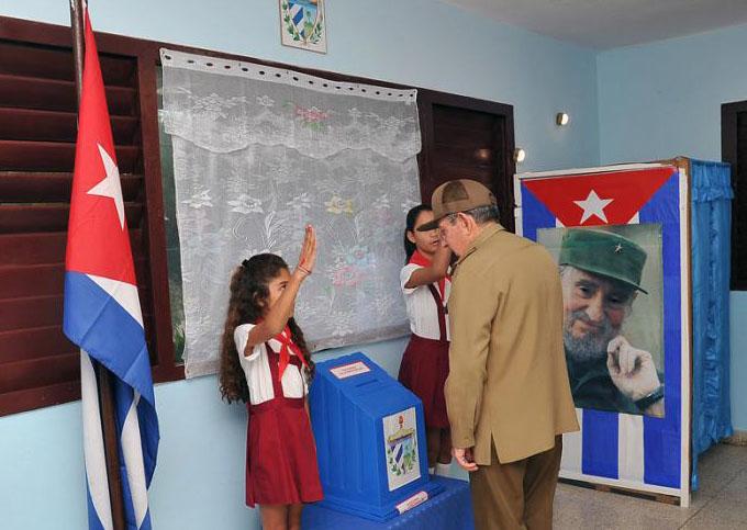 Presidente cubano ejerce su derecho al voto en comicios generales