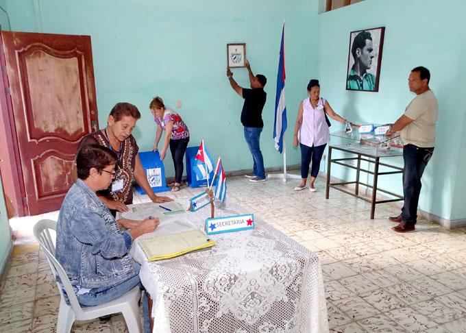 Autoridades electorales practican jornada de comicios