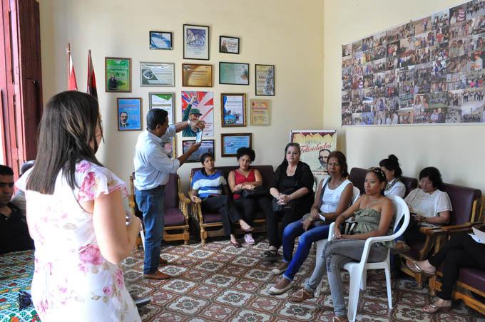 Periodistas celebran con intercambio sobre equidad Día internacional de la mujer