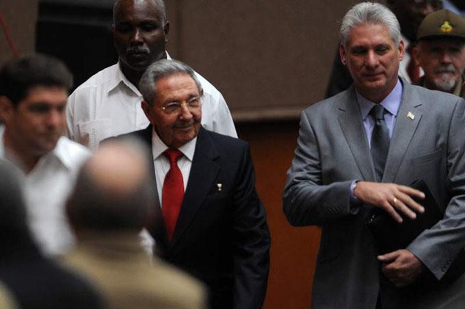 Asiste Raúl a sesión constitutiva de la Asamblea Nacional de Cuba